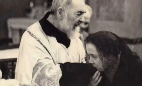 Picture Searching for Padre Pio